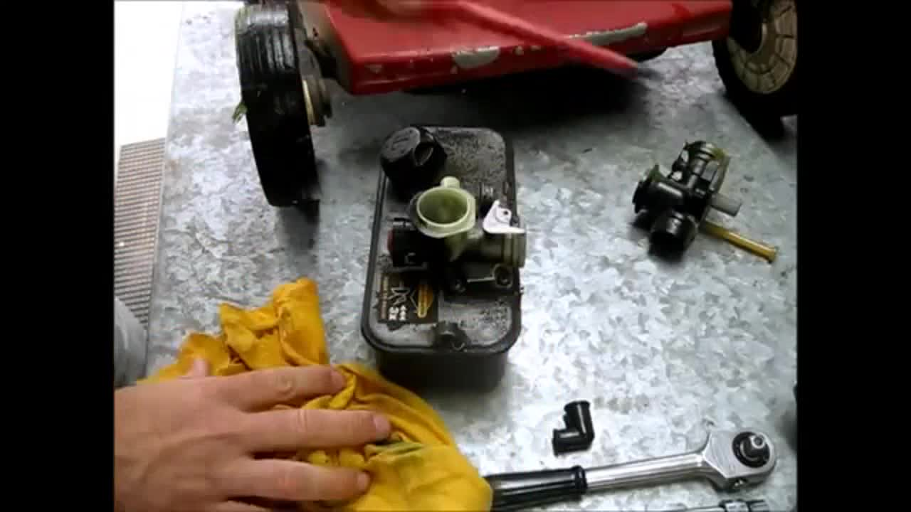 Replace A Briggs And Stratton Lawn Mower Carburetor